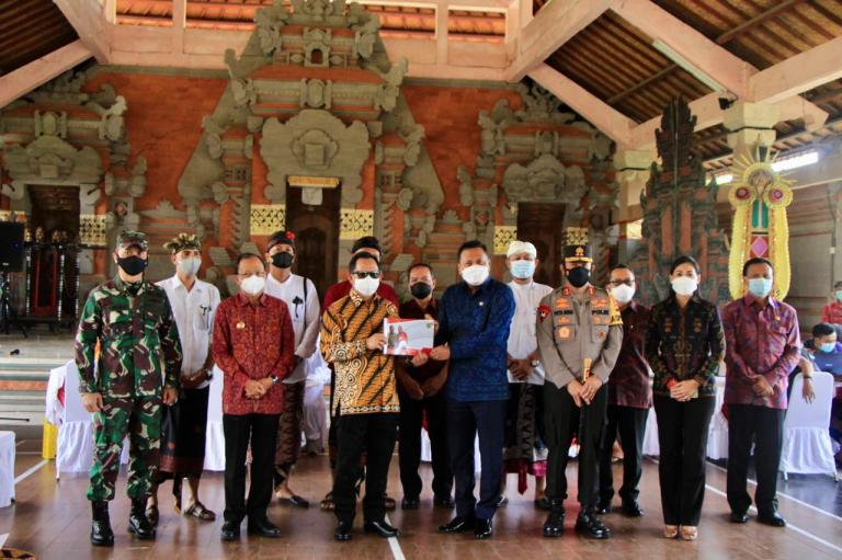 Mendageri Tinjau Pelaksanaan Vaksinasi Massal di Tegallantang Ubud