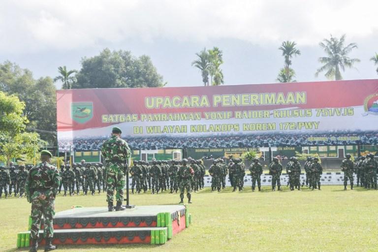 500 Prajurit TNI Yonif RK 751/VJS Menggantikan Yonif PR 432/WSJ Sebagai Satgas Pamrahwan