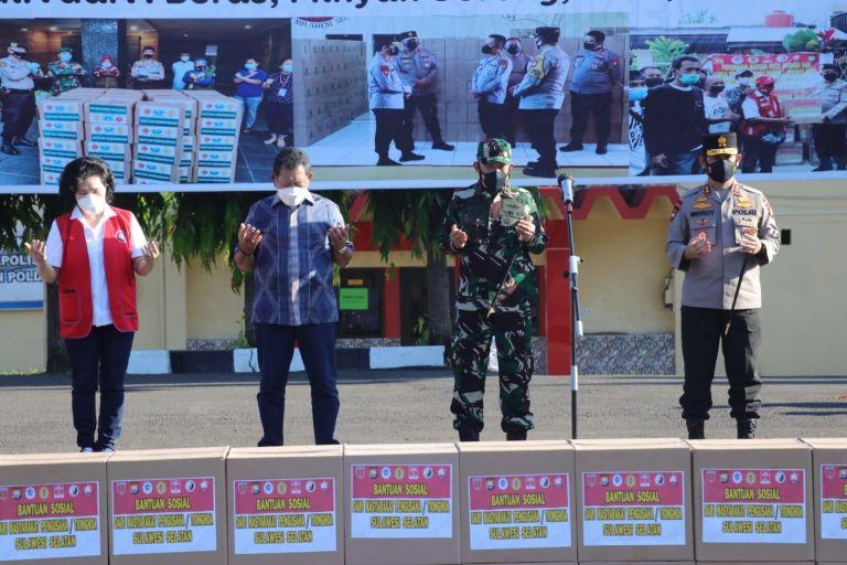Kapolda Sulsel Terima Bantuan 25 Ribu Paket Sembako untuk Disalurkan ke Masyarakat