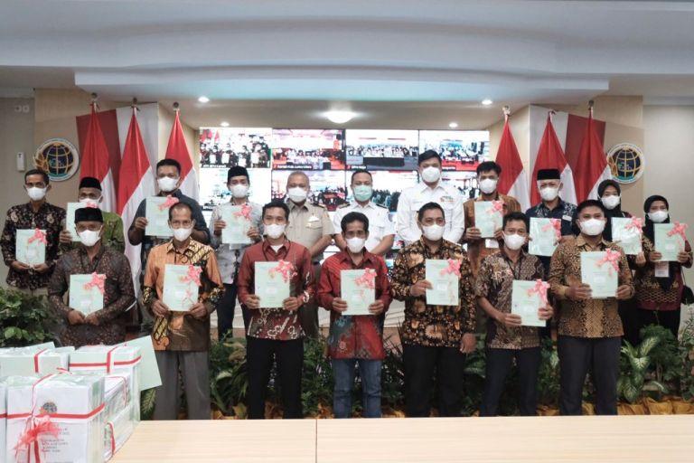 Penyerahan 1.500 Sertifikat Tanah ke Masyarakat Disambut Baik Bupati Adnan