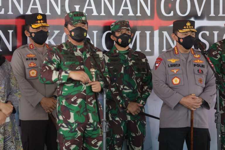 Kapolri dan Panglima TNI Vaksinasi 15.000 Warga untuk Percepatan Herd Immunity