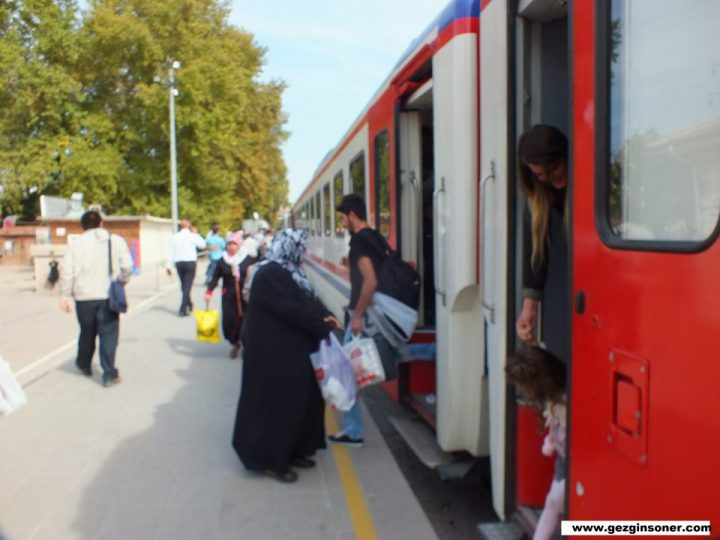 Özellikle Trenler Uzun Yolculuklarda Çok Ucuz Ekonomiktir !