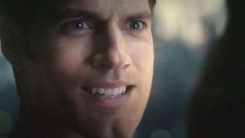 Bir Hayran Henry Cavill'in Bıyıklarını Warner Bros'tan Daha İyi Yok Etti 2