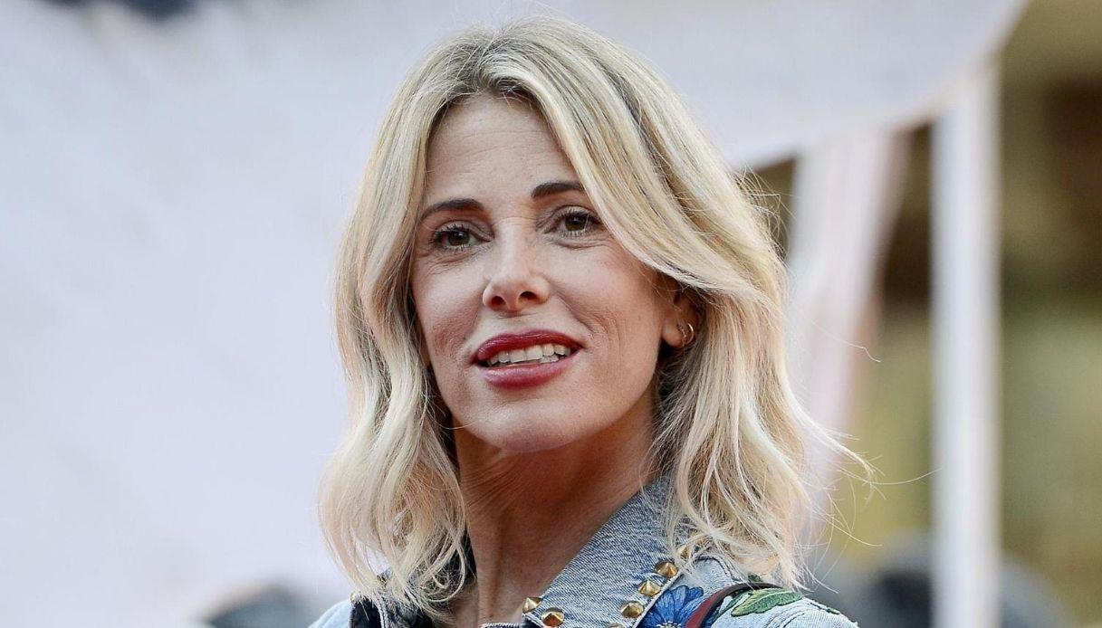 Alessia Marcuzzi in vacanza: le foto in barca e l'incontro con De Martino