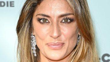 Elisa Isoardi conquista Montecarlo con l'abito trasparente