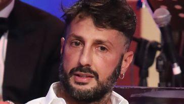 Fabrizio Corona, perché non riesce a stare in silenzio su Fedez e Aurora Ramazzotti