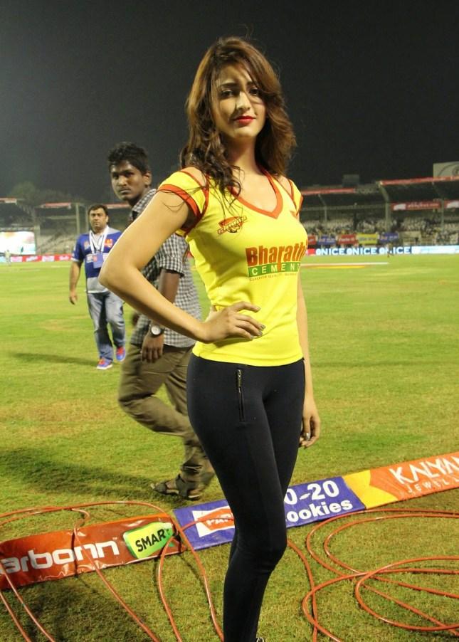Cute November Wallpapers Shruti Hassan Hot Photos At Celebrity Cricket League