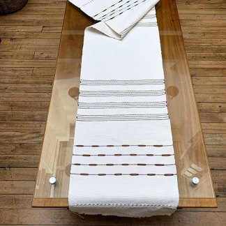 Camino de mesa en algodón bordado con cinta