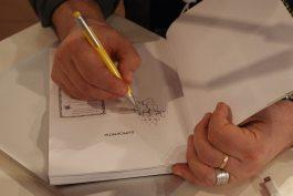 Αυτόγραφα των συγγραφέων - Guest authors sign their books