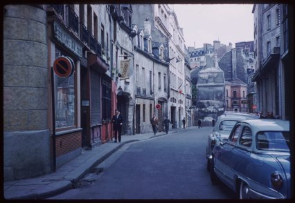 Rue-Chanoinesse-a