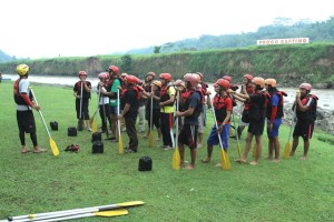 Breafing sebelum mengarungi sungai Progo, Magelang