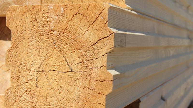 profiloitu puu kylpyammeen rakentamiseen