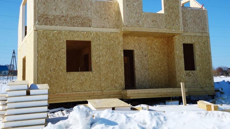 постройка дома из сэндвич панелей зимой
