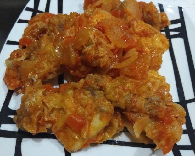 Cazón con tomate y cebolla