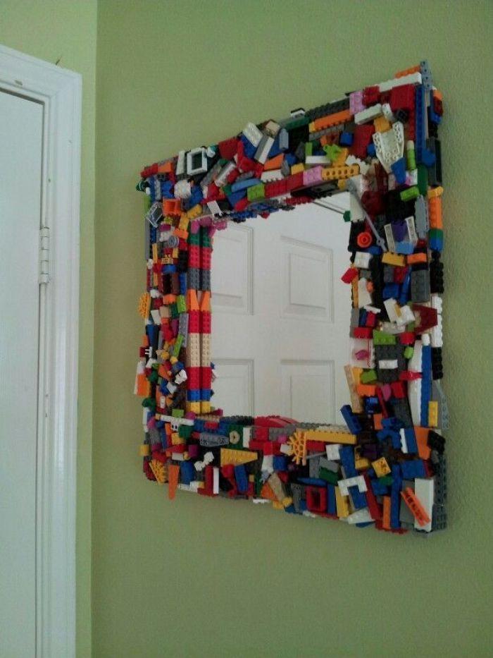 Lego di Susun jadi Ornamen Cermin