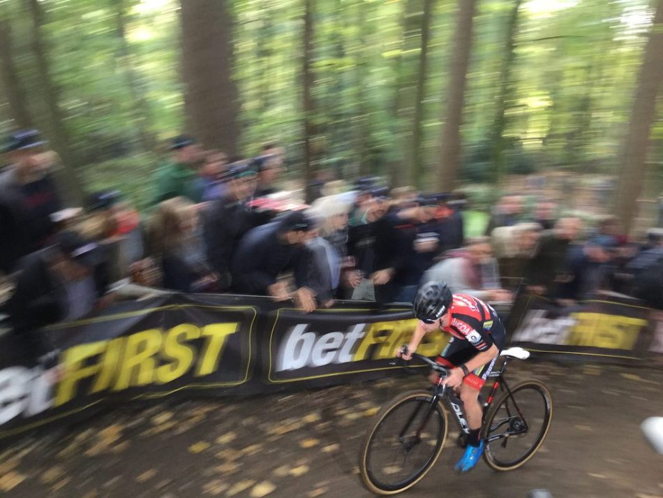 Cycliste de Pauwels Bingoal en montée