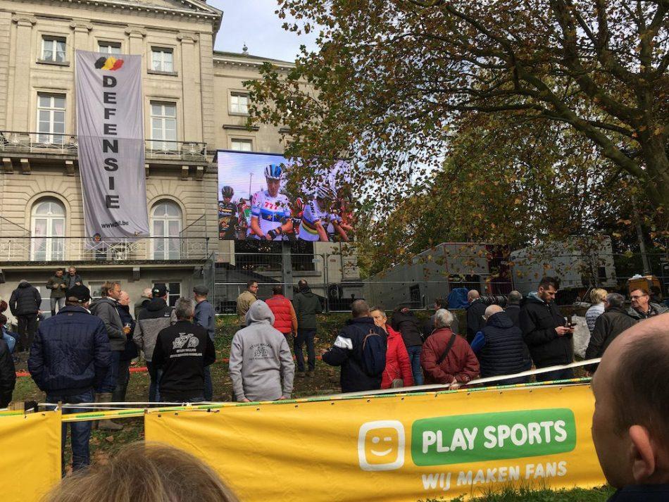 écran géant et public à Gaverse