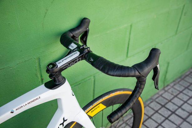 Guidon de 'lEddy Merckx 525 Vélos Équipes Pros 2020