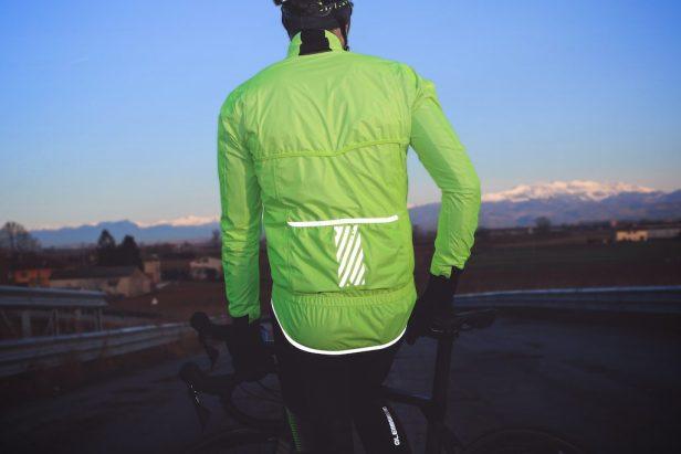 cycliste avec veste Ale Extreme