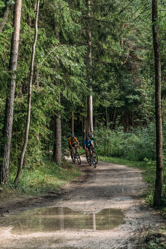 Trois cyclistes en Gravel.