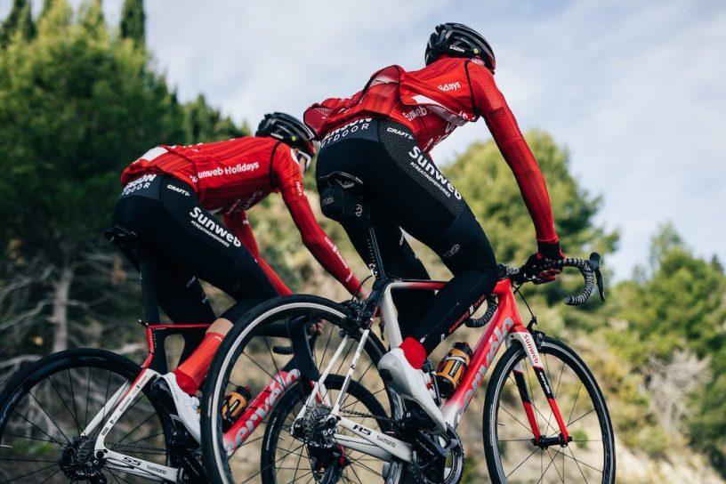 Deux coureurs du team Sunweb sur des Cervélo S5 et R5