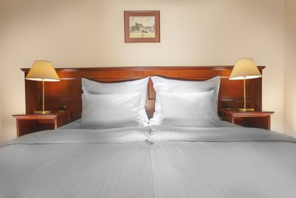 Hotel Lunik Hotel Reviews And Room Rates