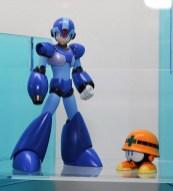 Bandai Megaman D-Arts: Megaman (regular) with a cute Met