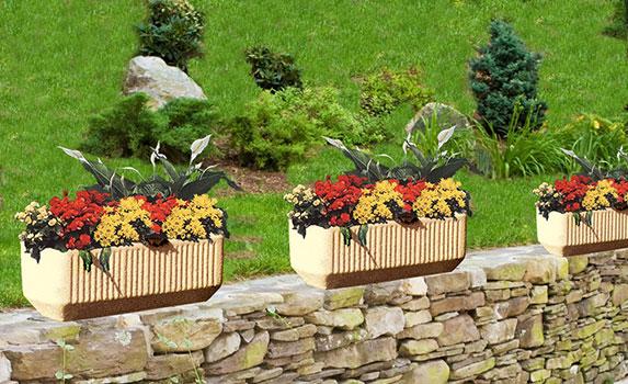 Разкрасете двора си с кашпи