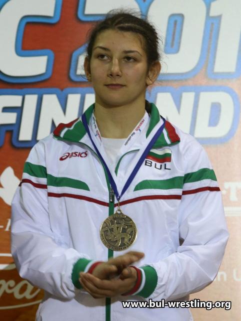 Българка се готви за бал с медал от европейско
