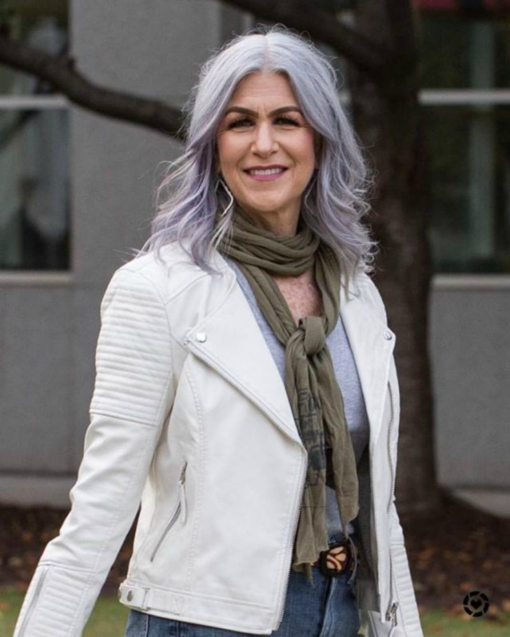 Transitioning to gray hair | Beautiful Gray Hair | madeuplove.com