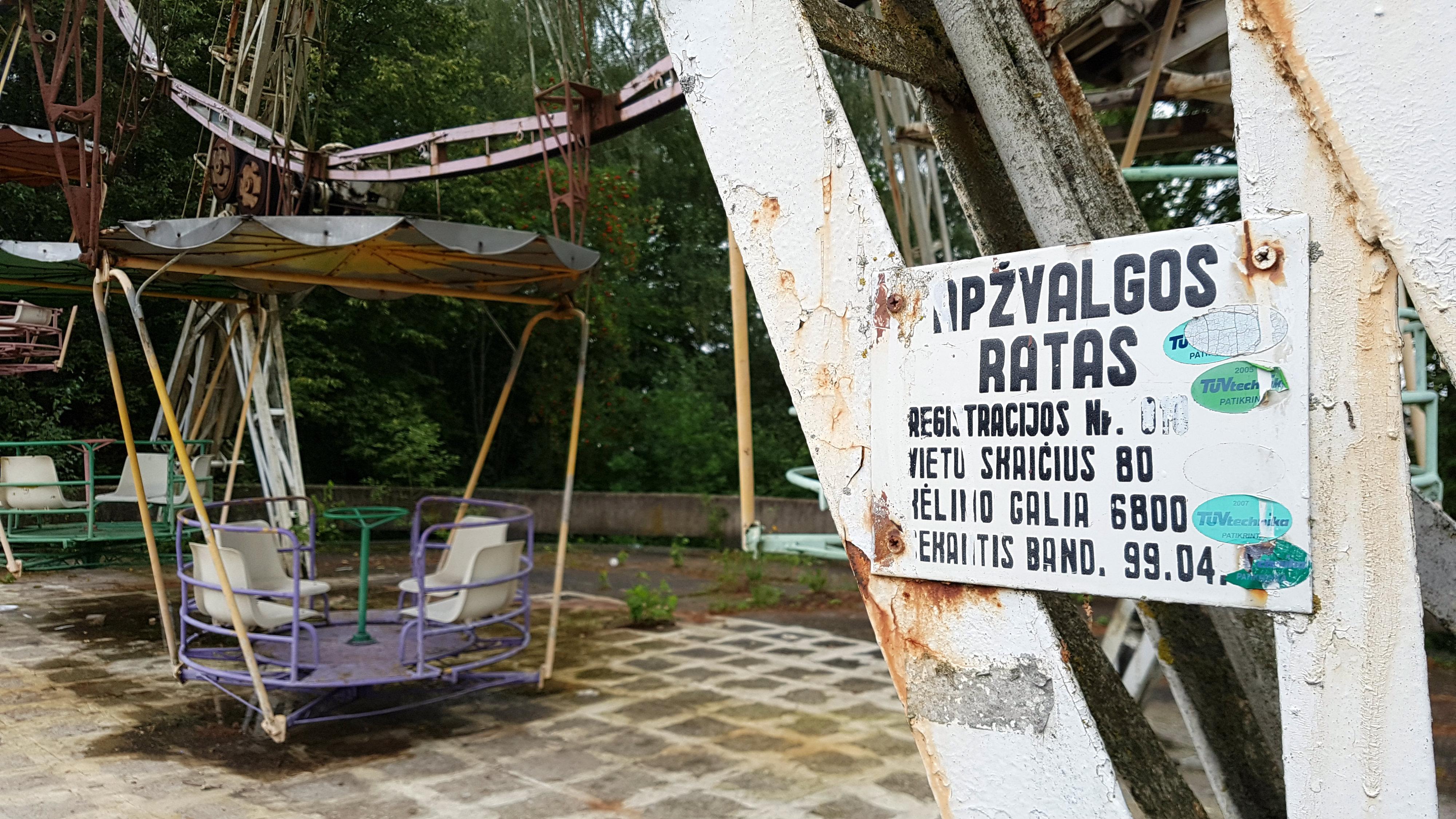 Apleistas atrakcionų parkas Elektrėnuose, į kurį užsukti nebėra dėl ko