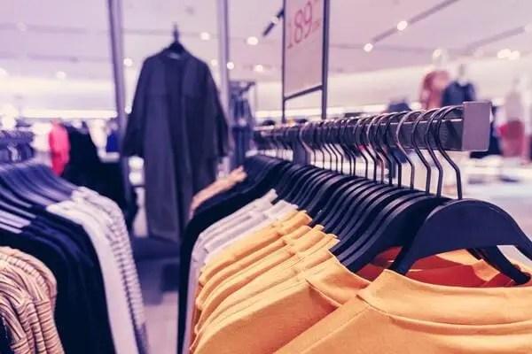Inventário de estoque em Loja de roupas