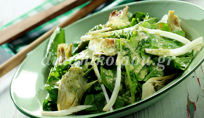 Σαλάτα με ρόκα, αγκινάρες και σάλτσα αντσούγιας