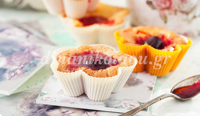 Muffins με καρδιά ζελέ τριαντάφυλλο