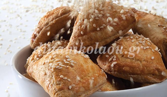 Тиропитакья – пирожки с сыром из полупесочного теста