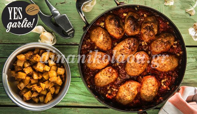Σουτζουκάκια κοτόπουλου με πατάτες καρέ σκορδοπαπρικάτες