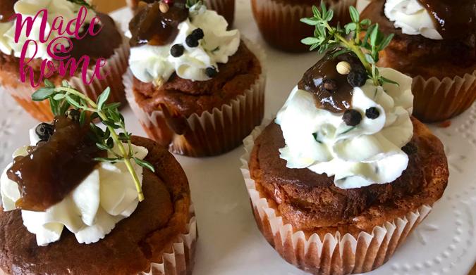 Αλμυρά muffins με καραμελωμένα κρεμμύδια