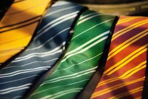 Read more about the article Berbagai Cara Memakai Dasi yang Benar dan Mudah