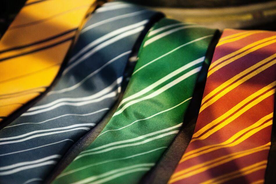 You are currently viewing Berbagai Cara Memakai Dasi yang Benar dan Mudah