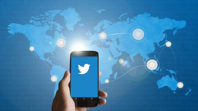 gambar twitter hp dan peta dunia