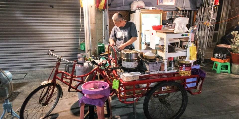 台南中西區宵夜推薦  中正路露天版深夜食堂,有特別的味噌肉蛋餅及燒肉吐司,「府城國民中學-九年九班」