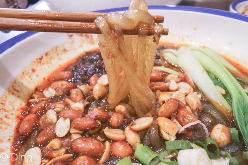 台南東區南紡購物中心周邊美食 愛吃辣不要錯過,大推山城麻辣麵、重慶酸辣粉,東寧路上「紅对麵(紅對麵) 重慶小麵」。