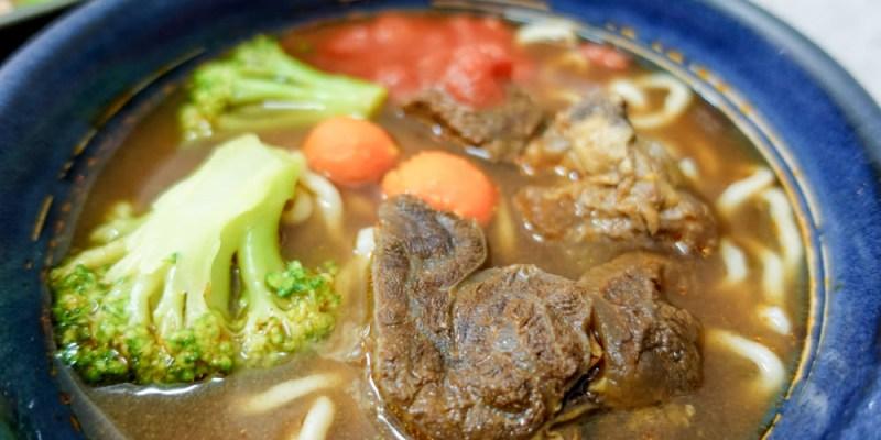 台南北區美食 北門路「黑炫瘋乖乖牛肉麵」,高CP值牛肉麵推薦,有兩種湯頭可以選擇喔!