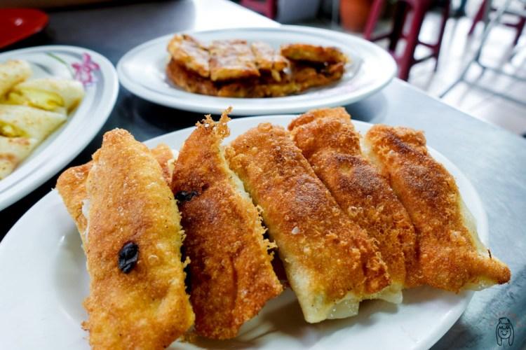 台南中西區早餐 府前路「幸福鍋貼」,有酥脆的鍋貼、蔬菜煎餅,還有粉漿蛋餅,下午也有販售喔!可當下午茶點心!