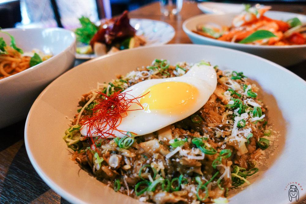 台南南區 「食上主義餐酒館」,不定時會邀請知名調酒師客座調酒,餐點美味,適合下班後跟朋友聚餐或是約會小酌喔!