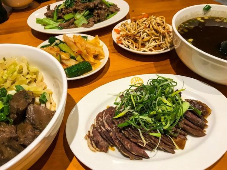 【台南東區】潘炳華牛肉麵,擁有高水準湯頭濃郁牛肉麵及各式牛肉料理,適合家庭用餐