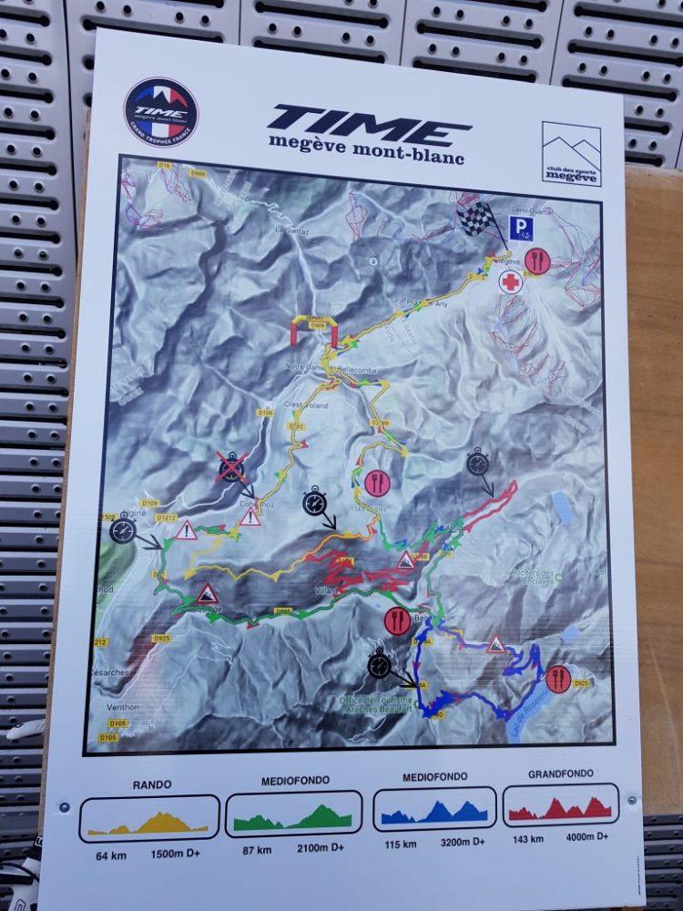 Time Megève Mont Blanc 2017 - L'ensemble des parcours affichés devant le palais des Sports de Megève