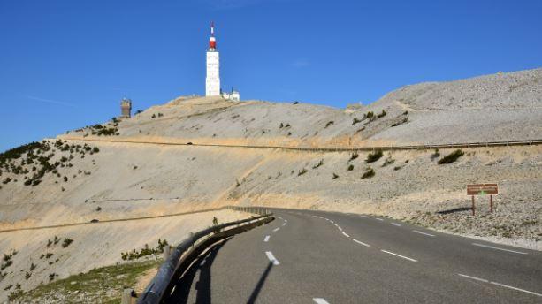 Dingue de vélo - le Ventoux et son sommet dans la caillasse