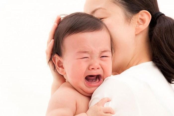 Mách chiêu mẹ một số mẹo để bé đi chích ngừa không bị sốt