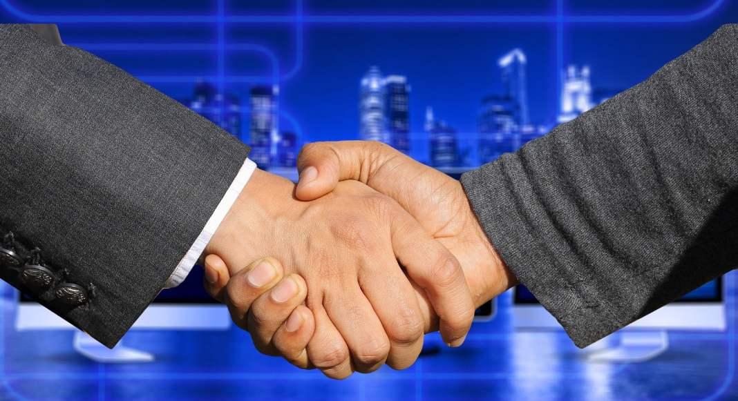 zoho-firma-parceria-com-o-mercado-pago